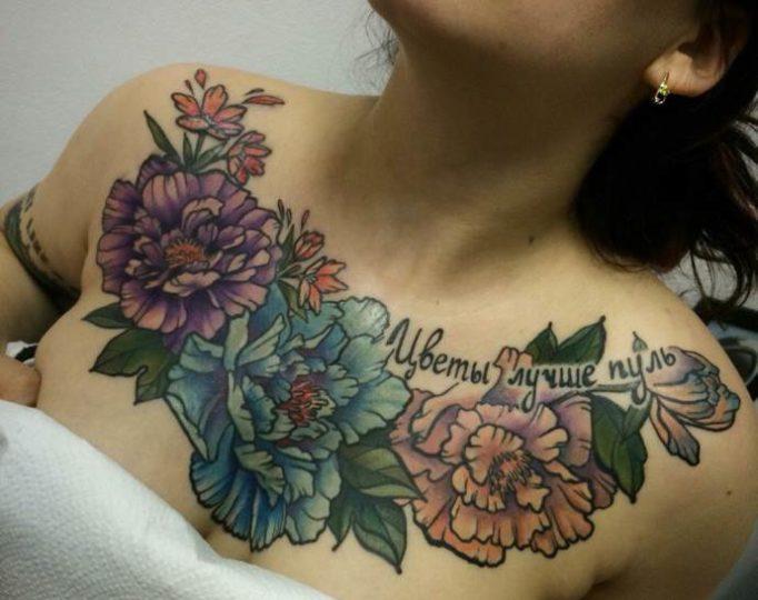 цветы на грудь, женские татуировки для груди