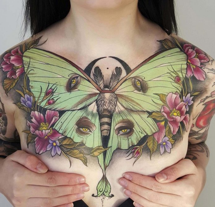 тату бабочка на всю грудь, женские эскизы для грудины