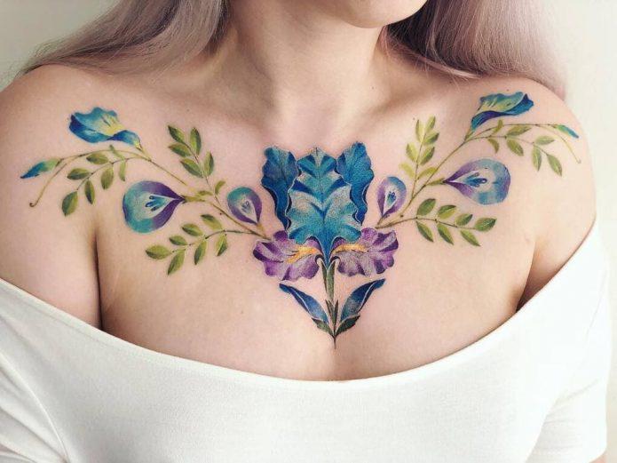 тату акварельное цветы, тату на груди для девушек