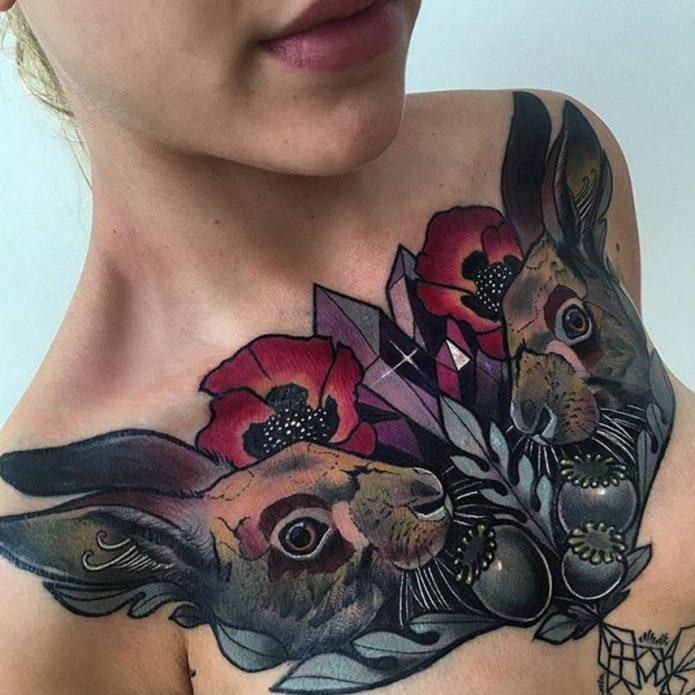 тату зайцы и цветы на грудь, классная татуировка для грудины
