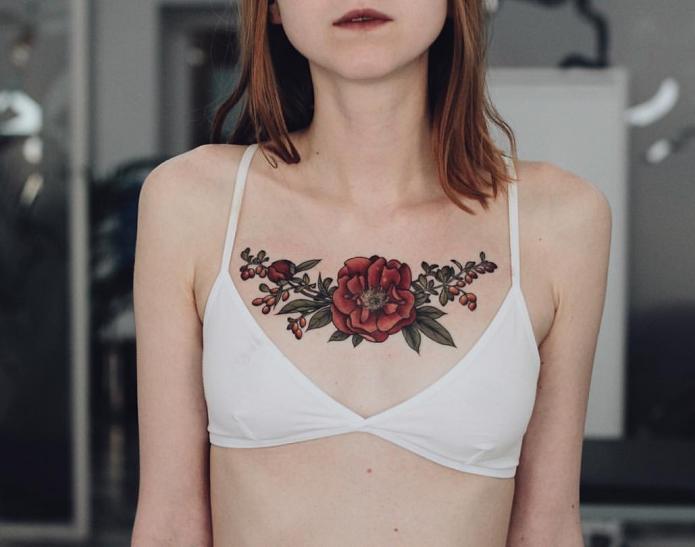 тату на грудной клетке цветы, эскизы на грудь