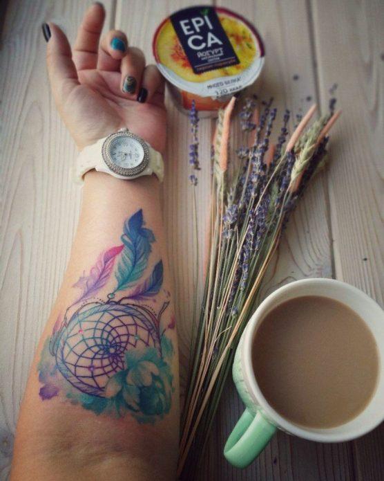 акварельный ловец снов тату на руке