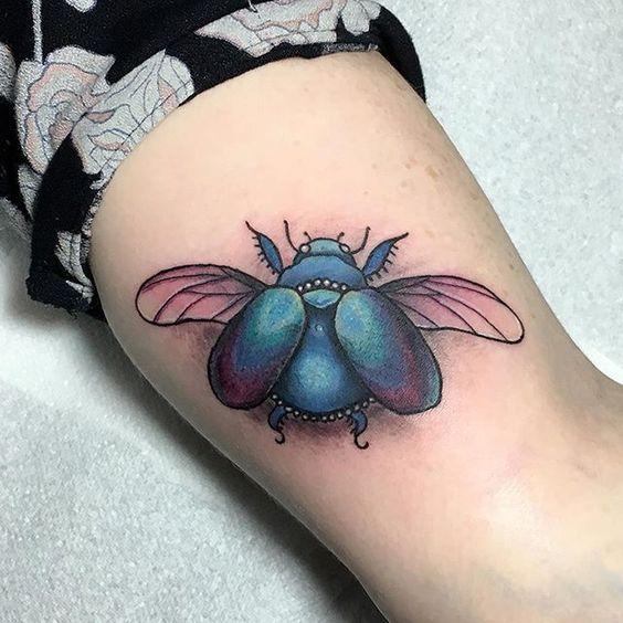 небольшой жук скарабей татуировка на руке