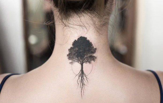 тату древо жизни чб на шее
