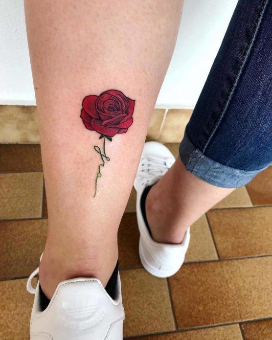 тату мини роза на икре, цветные эскизы для женщин
