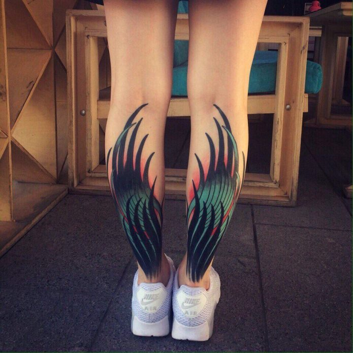 крутые крылья на икрах, модные татуировки для девушек