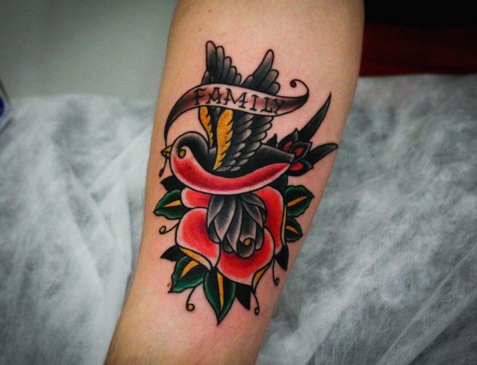 Татуировка роза и ласточка