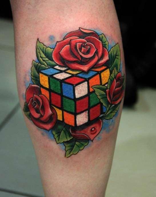 кубик рубика и розы тату на икре