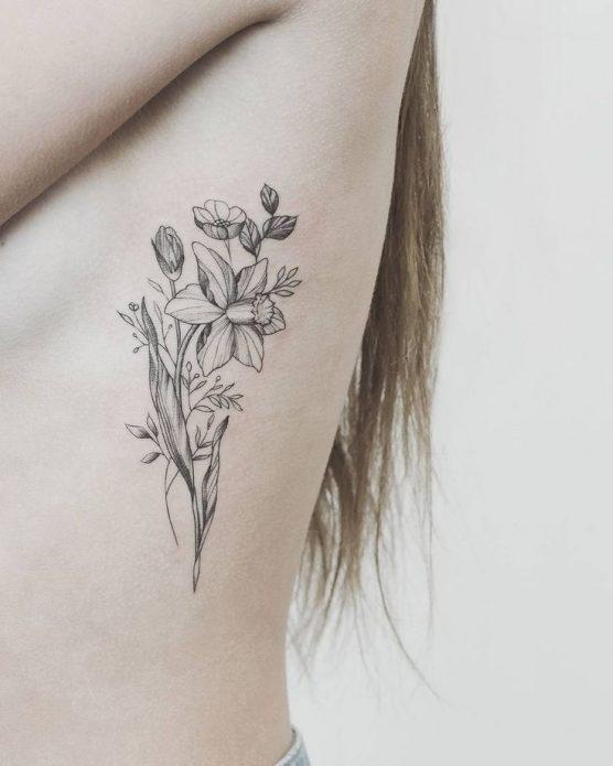 тату монохром цветы на боку, эскизы на рёбра для женщин