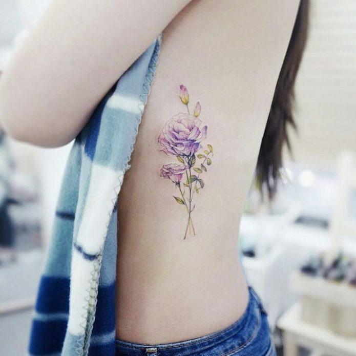 татуировка цветы, небольшая тату на рёбрах