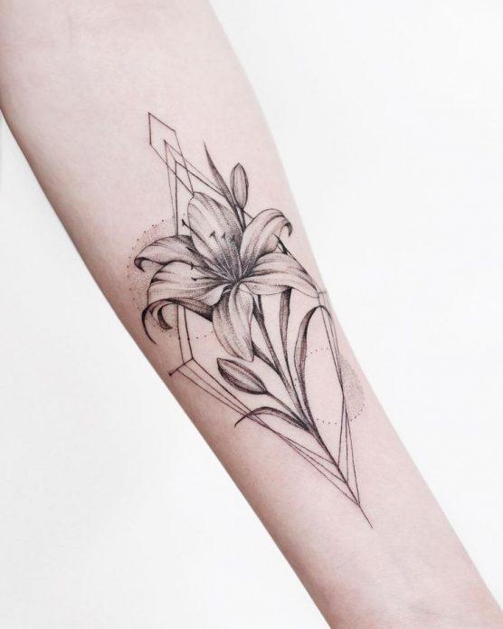 геометрия тату цветок на предплечье
