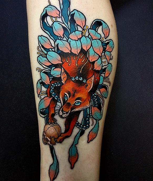 необычная тату лисица, яркие татуировки для икры