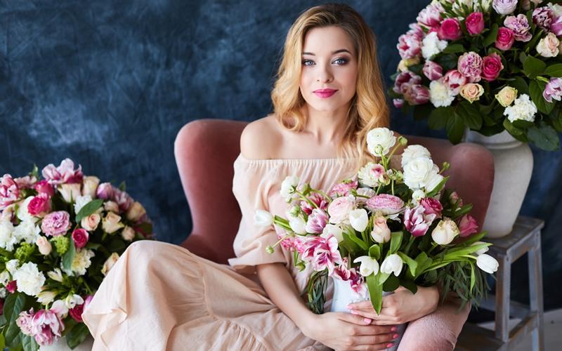 Какие цветы дарить женщинам разных знаков Зодиака