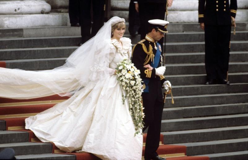 Самые необычные свадебные наряды звезд