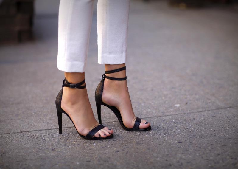 Какая обувь сделает щиколотку визуально стройнее