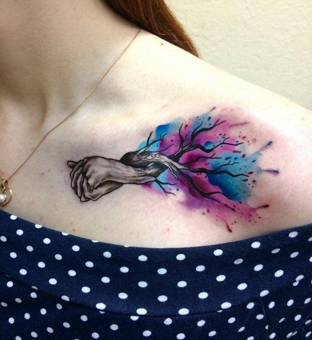 татуировка дерево акварелью на ключице