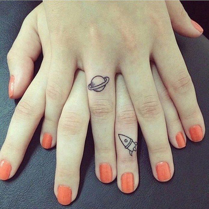 мини татушки на пальцах рук для девушек