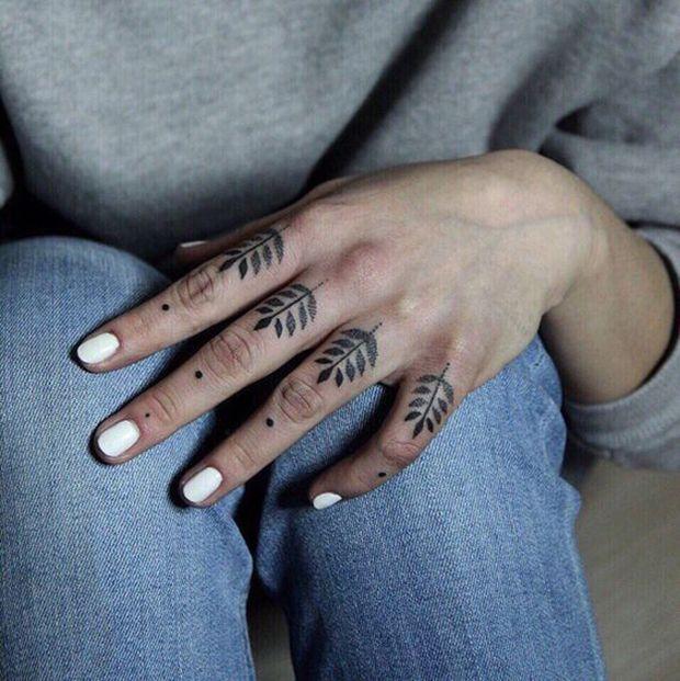 тату веточки на пальцах рук, женские эскизы на пальцы