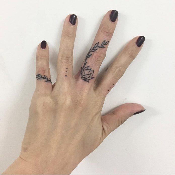 тату веточка на пальцах эскизы