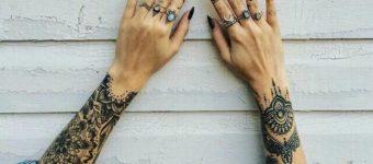 Татуированные руки у девушки