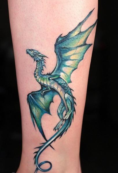 тату красивый небольшой дракон на ноге