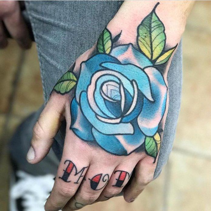 тату роза олдскул на руку