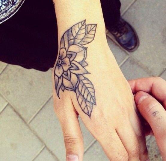 цветок и листва тату чб небольшая для кисти
