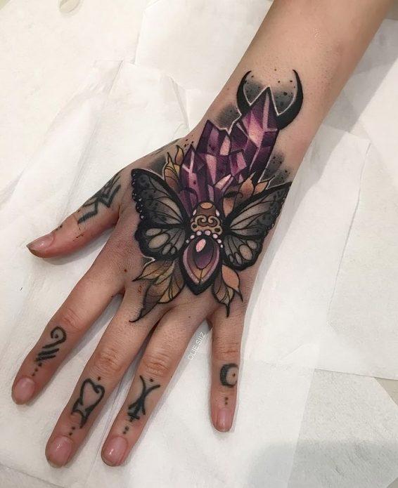 красивый эскиз мотылёк, кристаллы на кисть руки