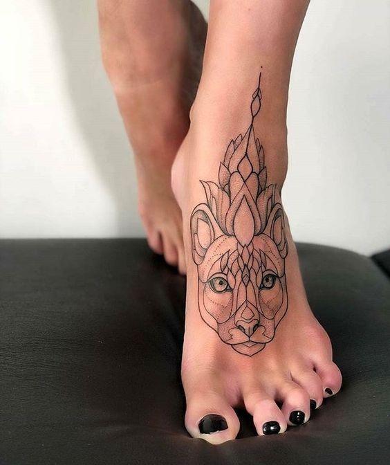 тату минимализм пантера на ноге, женские эскизы пантера