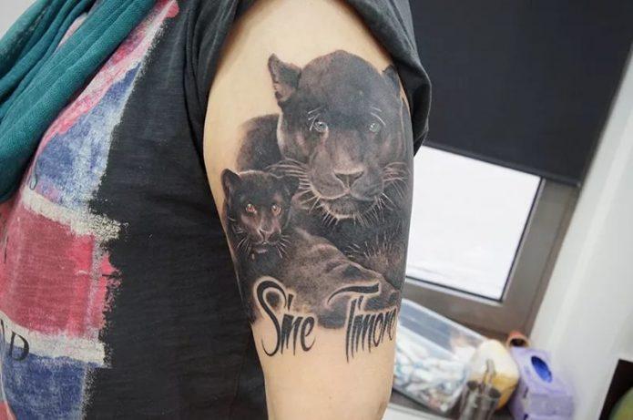 тату пантера на плече, женская тату пантера-мать