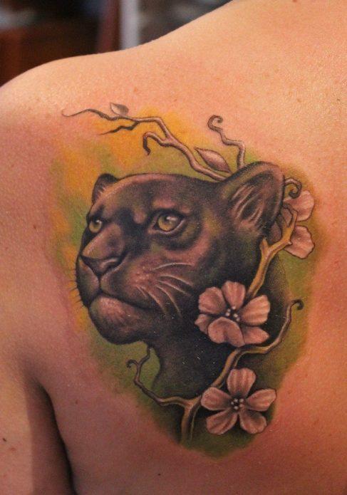 красивая татуировка пантера на спине для девушек