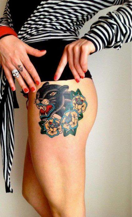 татуировка с пантерой на бедре у девушек