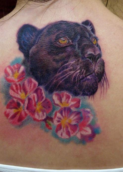 тату пантера с цветами на спине у девушек