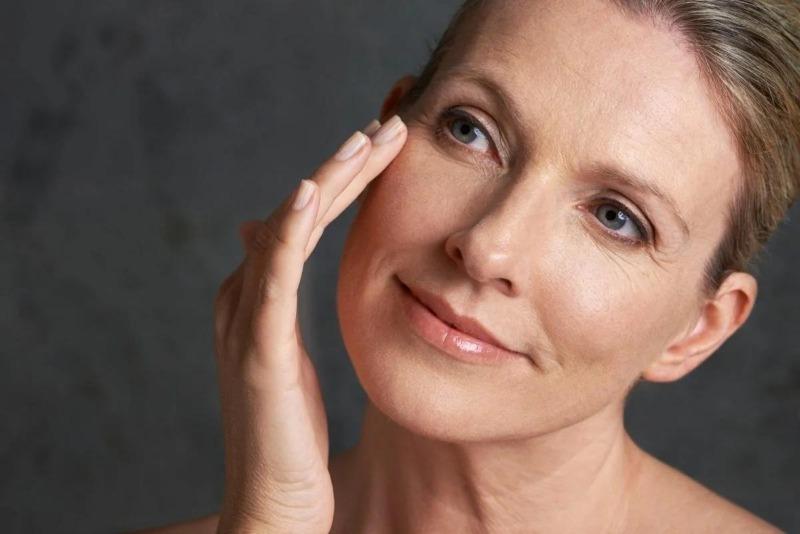 5 приемов макияжа, которые противопоказаны женщине за 40, потому что визуально добавляют не один десяток лет