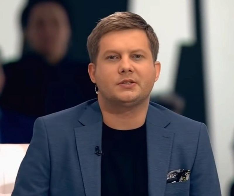 5 красавцев-ведущих российского телевидения, от которых сложно оторвать взгляд