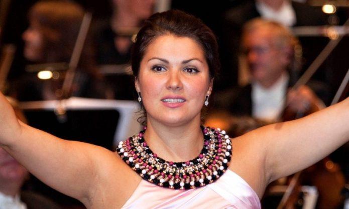 Анна Нетребко выложила фото 25-летней давности: красива и талантлива до неприличия