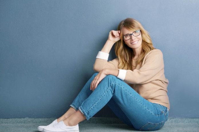 Как выглядят идеальные джинсы, которые подойдут любой женщине за 40