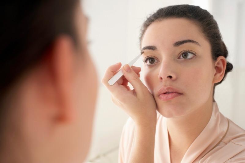 Идеальные брови дома: 6 секретов, которые позволят сэкономить на коррекции