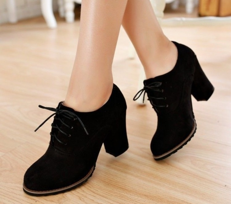 Какую обувь выбрать тем, кто целый день на ногах, чтобы выглядеть модно