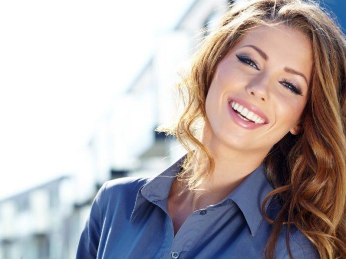 3 вещи, которые подчеркнут белизну зубов без отбеливания