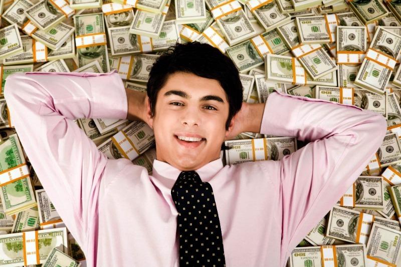 10 мужских имен, которые по приметам привлекают деньги