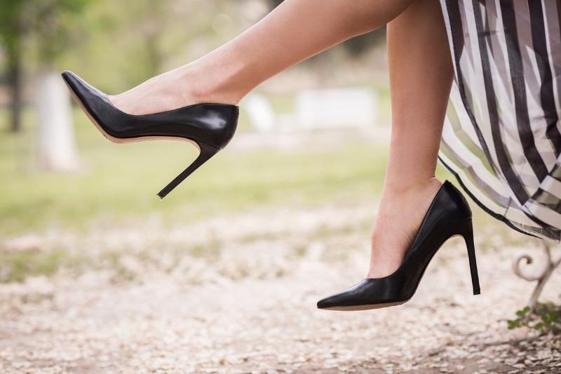 7 нелепых ошибок, которые женщины иногда допускают при ношении обуви
