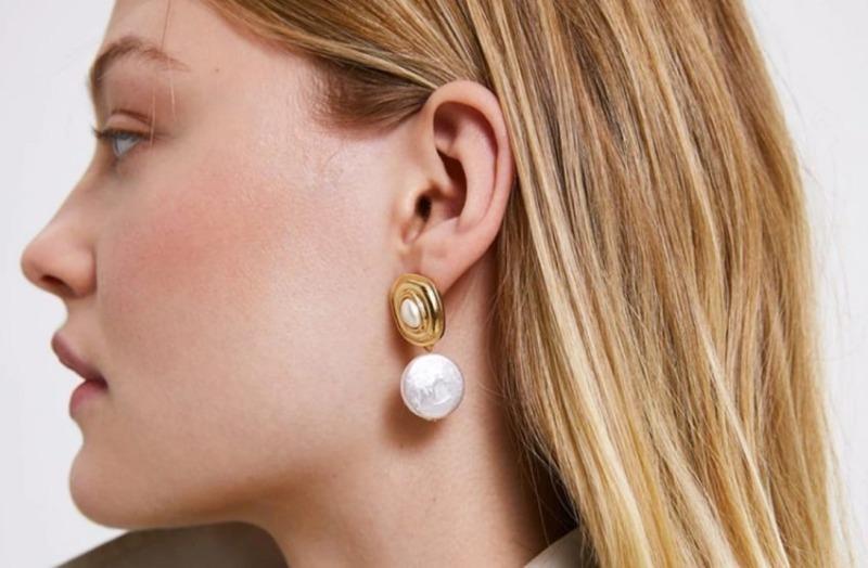 Внимание к деталям: 8 моделей сережек, которые в моде этим летом