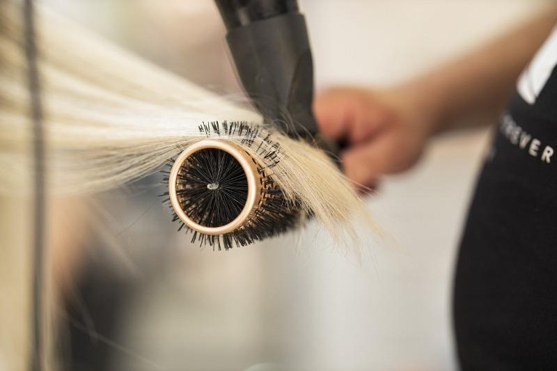 Прощай, солома: 7 советов по возвращению красоты и блеска сухих волос