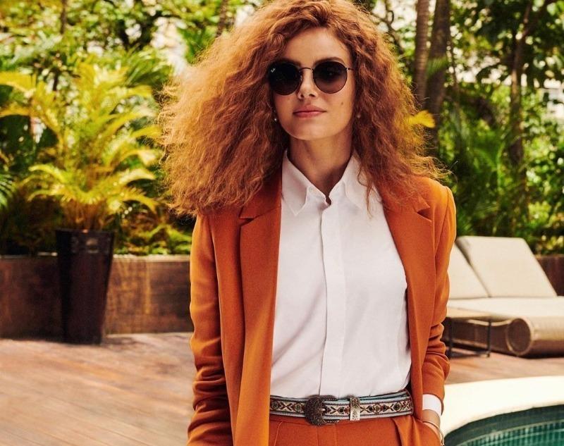 6 оттенков одежды, которые зрительно старят даже молодых женщин