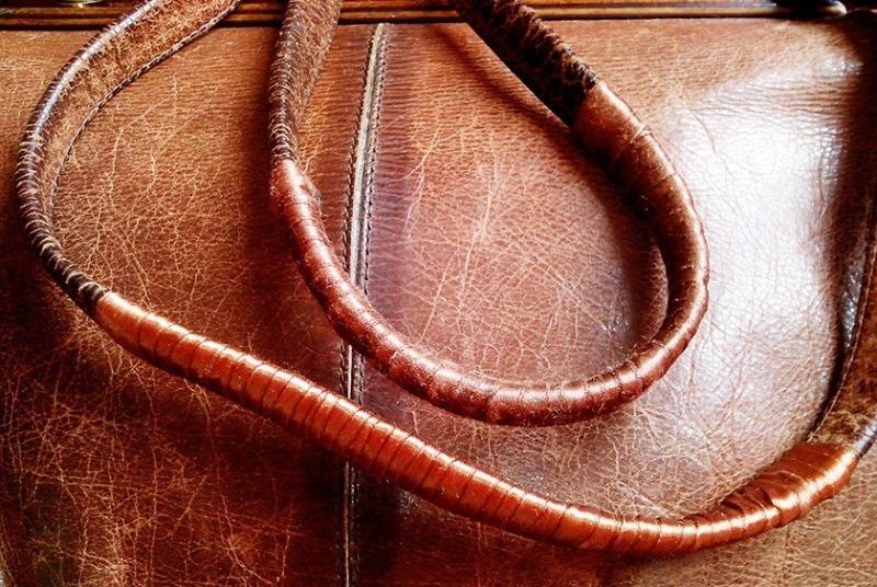 7 способов недорого обновить потертые ручки у любимой сумки
