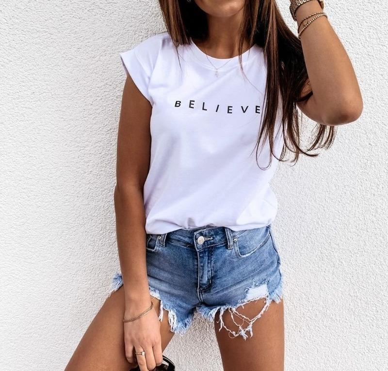 9 идей, с чем носить белую футболку, чтобы вслед оборачивались мужчины