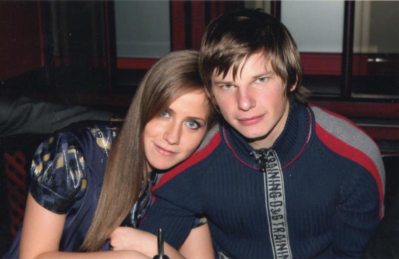 Как Бондарчук, Бузова и другие звезды реагировали на свадьбы бывших