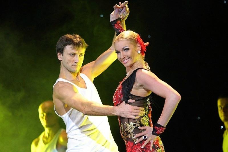 6 неожиданных романов российских звезд с танцорами