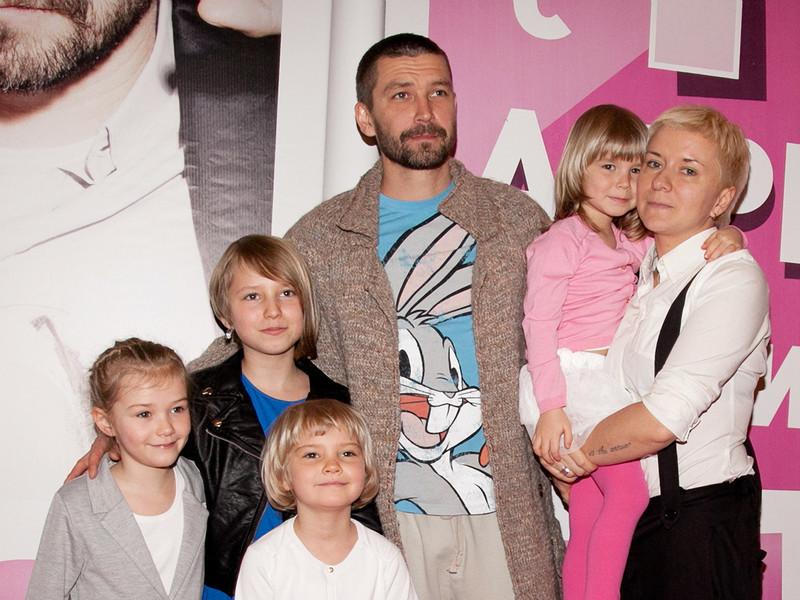 Как выглядят и чем занимаются первые жены российских певцов